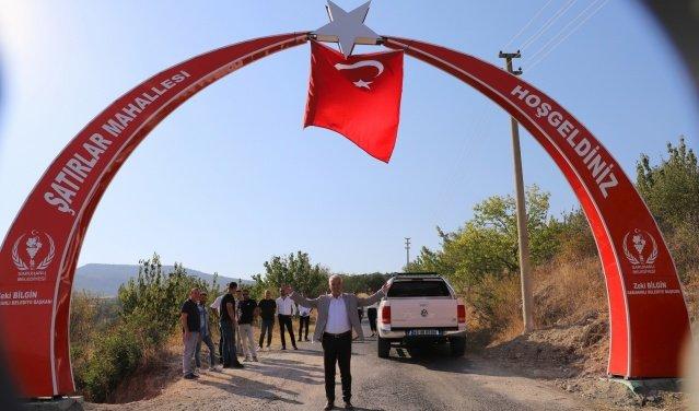 Saruhanlı Belediyesi tarafından Şatırlar mahallesine inşa edilen ay yıldızlı giriş tagı, düzenlenen törenle hizmete açıldı.