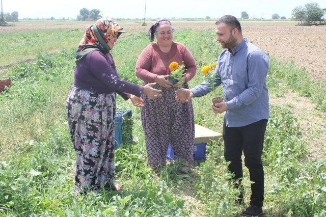 Turgutlu Belediye Başkanı Çetin Akın, Başkan Yardımcıları Ahmet Daşkan ve Fırat Honaz Engelliler Haftası, Dünya Eczacılar Günü ve Dünya Çiftçiler Günü dolayısıyla ziyaretle bulundular.