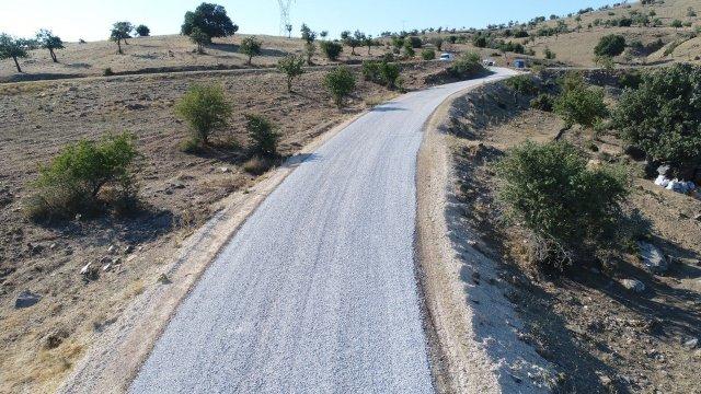 Kula ilçesi Konurca Mahallesi'nin karayolları ile bağlantısını sağlayan güzergahta Manisa Büyükşehir Belediyesi, yol yapım çalışması gerçekleştirdi. Mevcut yolda önce genişletme ve temel çalışması yapan Büyükşehir Belediyesi, daha sonra ise asfalt çalışması gerçekleştirdi.