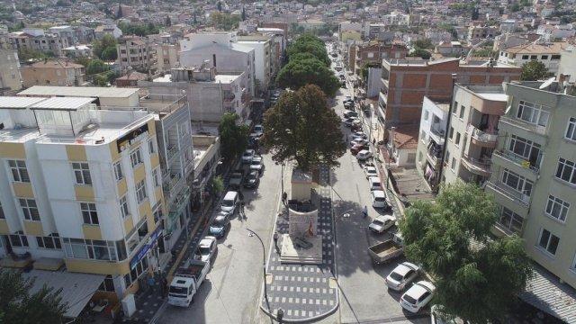 Manisa Büyükşehir Belediyesi, Gölmarmara'nın en işlek caddelerinden biri olan Atatürk Bulvarı'nda yürüttüğü prestij cadde çalışmasını tamamladı. Yenilenen üst yapısı ve aydınlatmasıyla bulvar, Gölmarmara'ya çok yakıştı.