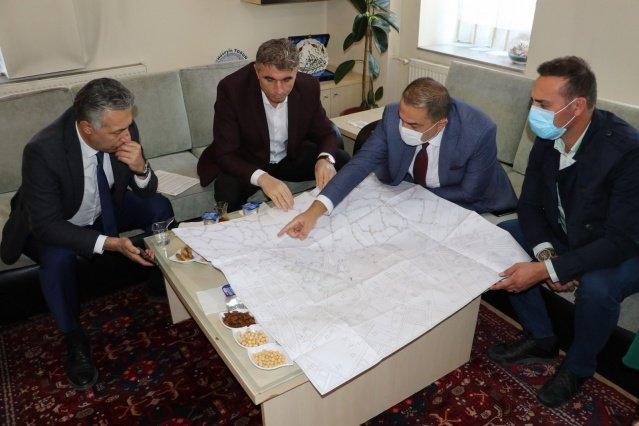 MASKİ Genel Müdürü Burak Aslay, Kula Belediye Başkanı Hüseyin Tosun'u makamında ziyaret ederek, ilçede yapılması planlanan çalışmalarla ilgili görüştü.