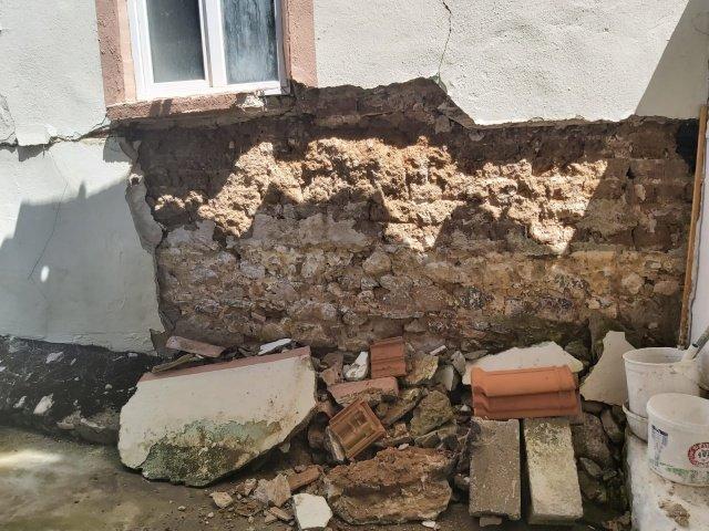 Manisa Büyükşehir Belediyesi İtfaiye Dairesi Başkanlığı, merkez üssü Saruhanlı ve Akhisar olan 5,5 şiddetindeki deprem bölgesine yaklaşık 15 kişilik öncü ekip çıkartarak ilk kontrollerini gerçekleştirdi.