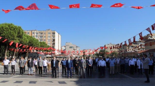 Saruhanlı'nın düşman işgalinden kurtuluşunun 98. yıldönümü İlçedeki 15 Temmuz Şehitler ve Demokrasi meydanında düzenlenen törenle kutlandı.