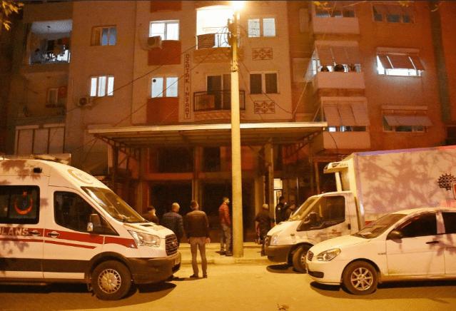 Manisa'nın Turgutlu ilçesinde meydana gelen silahlı kavgada 1 kişi öldü, 1 kişi de yaralandı.