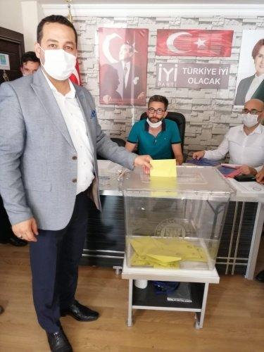 Manisa'nın Demirci ilçesi İYİ Parti İlçe Kongresinde Haluk Şenyurt  yeniden güven tazeledi.