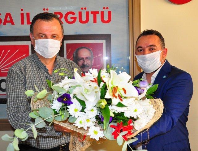 İYİ Parti Manisa İl Başkanı Hasan Eryılmaz, yönetim kurulu üyeleriyle birlikte CHP Manisa İl Başkanı Semih Balaban'a ziyarette bulundu. Ziyarette birlik ve beraberlik vurgusu yapıldı.