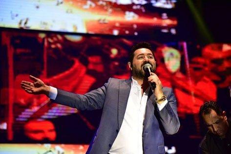 Manisa'nın 479 yıllık köklü geleneği, Uluslararası Manisa Mesir Macunu Festivali etkinlikleri kapsamında konser veren arabesk ve fantezi müzik şarkıcısı Serkan Kaya, hayranlarına unutulmaz bir gece yaşattı.
