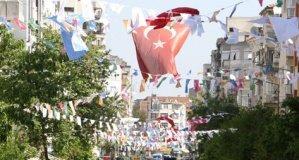 Büyükşehir Şehri Bayraklarla Donattı