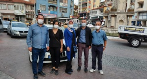 İYİ Parti  'pembe kurdeleli  maskeler' ile  meme kanserine dikkat çekti