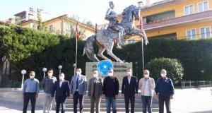 İYİ Parti'nin Kuruluşunun 3.Yıldönümünde İYİ Parti Demirci Yönetimi Atatürk Anıtına Çelenk Sundu