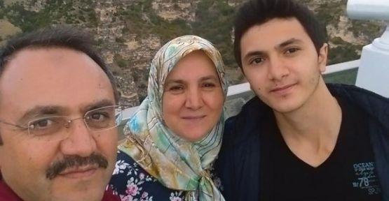 Annesini babasını öldürüp intihar etti