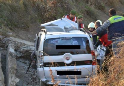 Aşırı hız ölüm getirdi 2 kişi hayatını kaybetti