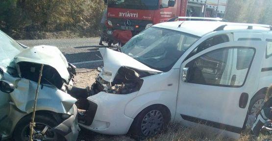 Demirci-Salihli yolunda can pazarı 1'i ağır 6 kişi yaralı