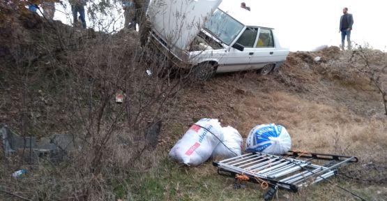 Demirci-Selendi yolunda  trafik kazası 3 yaralı
