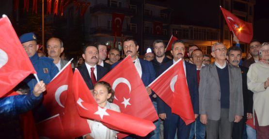 Demirci'de Cumhuriyet Bayramı  kutlamaları fener alayı ile taçlandı