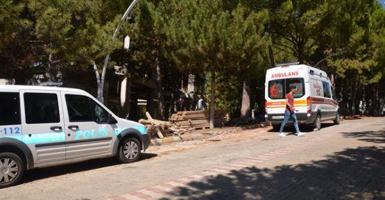 Demirci'de iş kazası! İnşaattan düşen işçi yaralandı