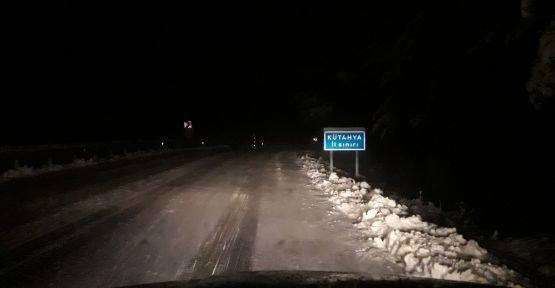 Demirci'de kar yüzünü gösterdi