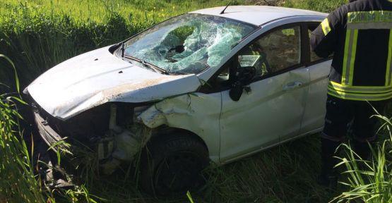 Demirci'de otomobil uçuruma yuvarlandı 5 kişi yaralandı