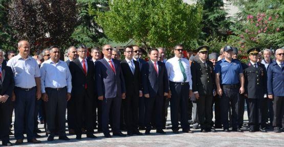 Demirci'de Zafer Bayramında yine ceket krizi yaşandı