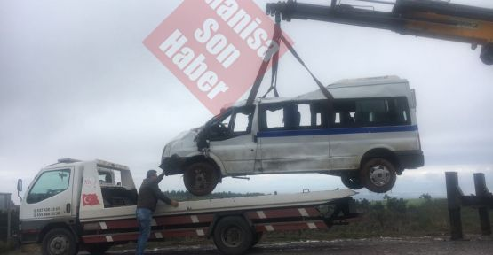 Gördes-Akhisar yolunda can pazarı 13 yaralı