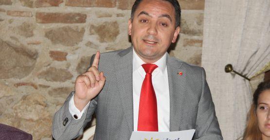 """İYİ Parti adayı Eryılmaz, """"İktidar dolarla halkı korkutmak istiyor"""""""