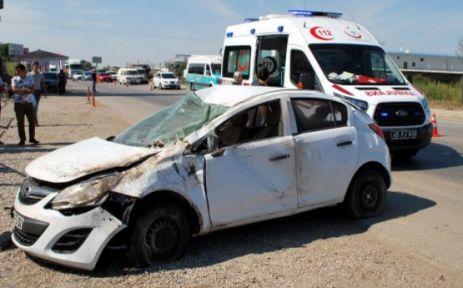 Karşı şeride geçen otomobil takla attı 1 ölü 1 ağır yaralı