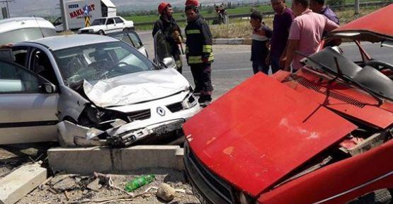 Alaşehir'de kavşakta feci kaza 1 ölü 5 yaralı