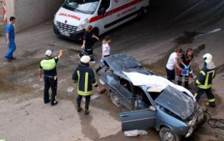 Otomobil köprüden düştü 1 ölü 1 yaralı