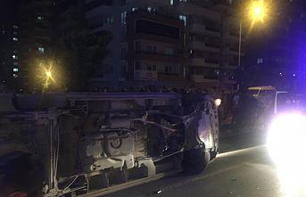 Cadde ortasında devrildi 3 kişi yaralandı