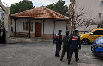 Demirci Jandarmasından Operasyon! Nitelikli Cinsel Saldırı suçundan aranan şahıs yakalandı