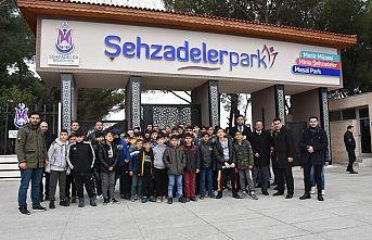 İzmirli Öğrenciler Şehzadelerpark'ta Ağırlandı