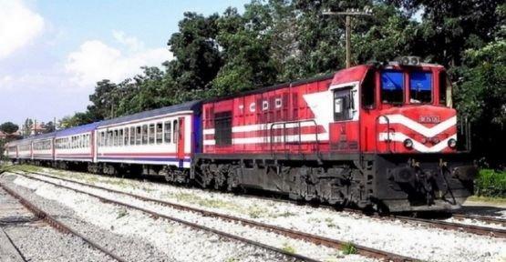 Trenin çarptığı elektrikli bisikletin sürücüsü  ağır yaralandı
