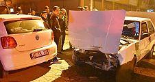 İki otomobil çarpıştı 5 kişi yaralandı