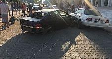 Otomobil yayalara çarptı anne kız can verdi
