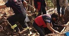 Demirci'de çöken evde enkaz altında kalan kadının cansız bedenine ulaşıldı