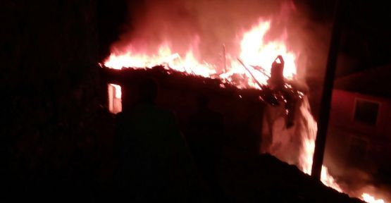 Yangın iki aileyi evsiz bıraktı