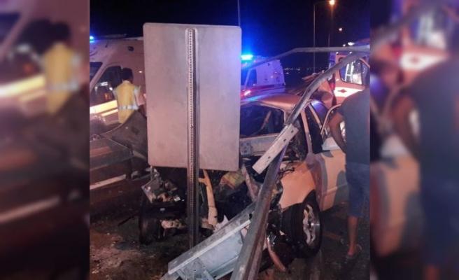 Bariyere çarpan otomobilde 3 kişi öldü 2 kişi ağır yaralandı