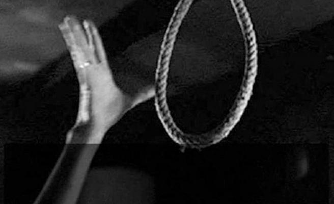 Bunalıma giren genç adam kendini asarak intihar etti