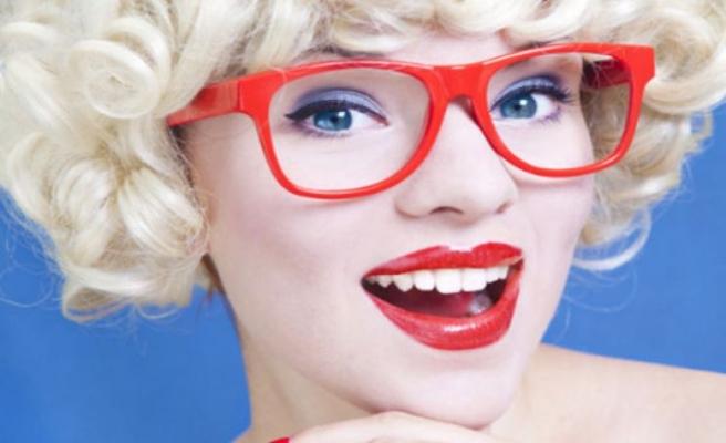 Gözlük Koronavirüsten Koruyor, Lens Yerine Gözlük Takın Uyarısı