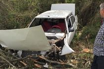 Demirci'deki kazada  otomobil hurdaya döndü