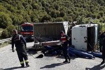 Demirci-Salihli yolunda kamyon devrildi 1 kişi yaralı