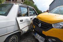 Demirci'de kaza! Ticari taksi ve özel araç çarpıştı