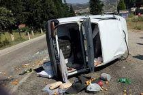 Traktörü sollamak  isterken direksiyonu çevirdi takla attı 4 kişi yaralandı