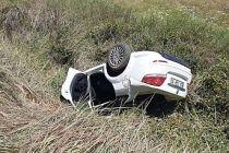 Kontrolden çıkan otomobil tarlaya uçtu 1 ölü 2 yaralı