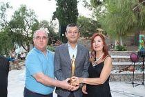 Özgür Özel'e yılın siyasetçisi ödülü