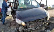 Tomruk yüklü tır otomobile çarptı 4 yaralı