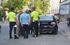 Önünde giden otomobile arkadan çarptı 1 kişi yaralandı