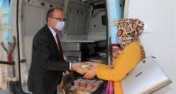 Başkan Çetin Akın Vatandaşa Aşure Dağıttı