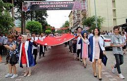 Dev Türk bayrağı ile mezuniyet yürüyüşü ve törenler gerçekleşti