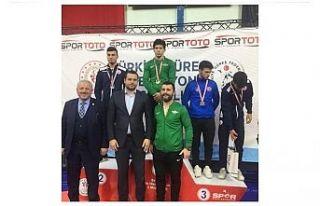 Akhisar Belediyespor genç güreşçileri tarih yazdı